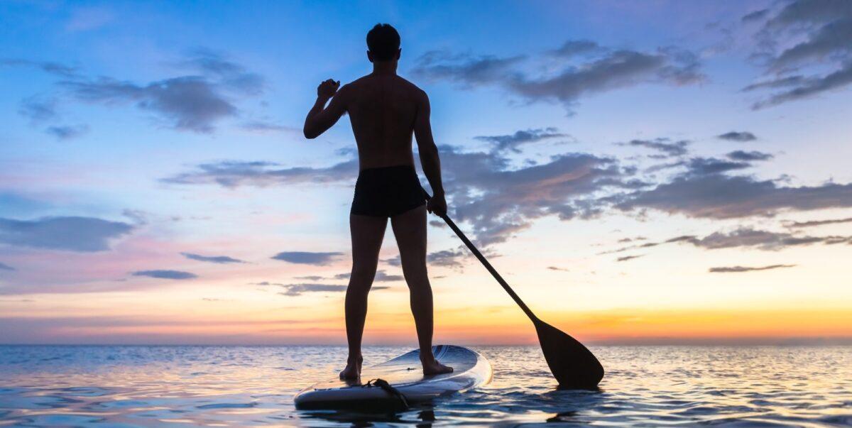 SUP in Sardegna: scopri le spiagge della Sardegna in modo alternativo con un SUP